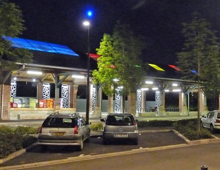 Halle requalifiée - extérieur nuit